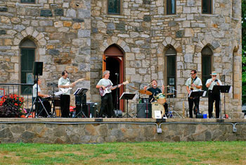 Jump-n-JIve-Review-at-Winniekennie-Castle-7-25-10